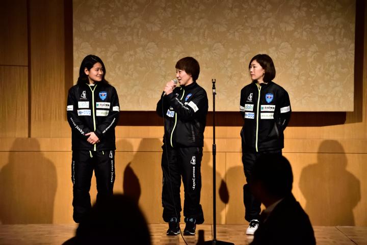 武松グループ新年会 横浜FCシーガルズ 吉田選手 出口選手 浅利選手 昇格 報告